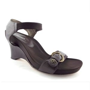 d16a2e261f12 Taryn Rose Brown Buckled Strap Wedge Sandals 9.5